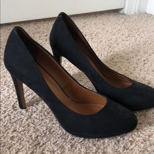 Banana Republic Suede Round Toed Pumps